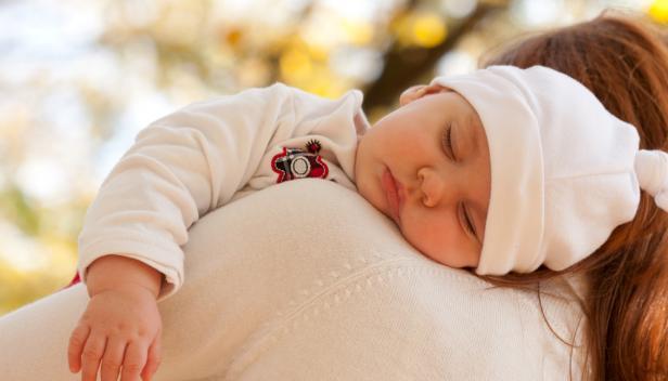 Нести ребенка своего на руках во сне